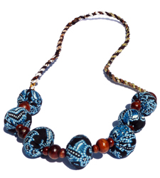 Collier Original Bleu en Bois et Tissu Batik