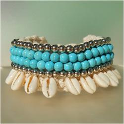 Bracelet pour Poignet ou Cheville en Crochet et Coquillages Cauris Perles Turquoises et argentées