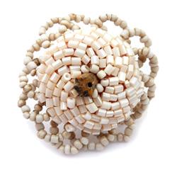 Grosse Bague en perles de rocaille et tubes beiges avec petite pierre taille 57 à 60