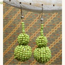 Boucles d'oreille Boules en perles de rocaille vert anis