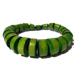 Bracelet en bois trés original composé de perles vertes
