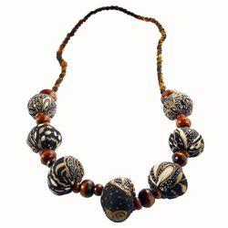 Collier Style Ethnique Perles Bois et Perles en Tissu Batik