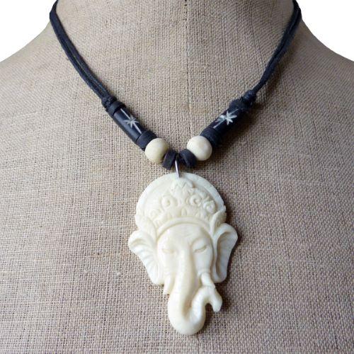 Collier pendentif tête de Ganesh en os sculpté longueur ajustable