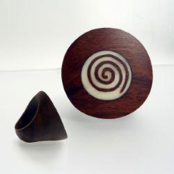 Grosse Bague en bois originale ronde avec inscrustation spirale Taille 60
