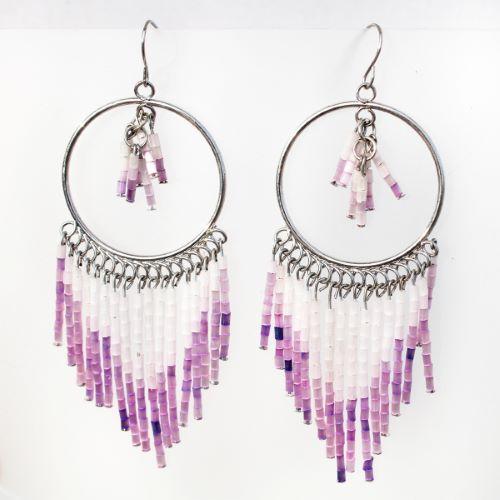 Boucles d'oreilles anneaux et franges en perles roses mauves
