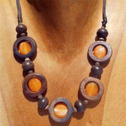 Collier Original Anneaux en Bois et Perles en Pâte de verre orange - Artisanat de Bali