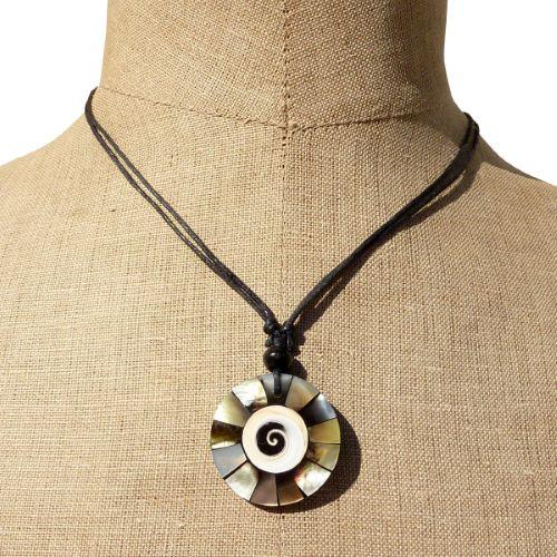 Collier cordon pendentif artisanal nacre coquillage et résine