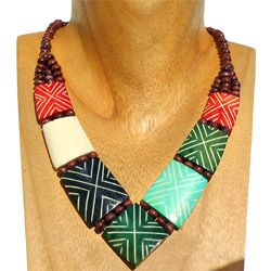 Collier Plastron Style ethnique en Os Gravé Vert Rouge