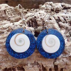 Boucles d'oreilles originales Oeil de Sainte Lucie et paillettes bleues