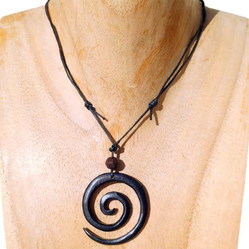 Collier cordon Pendentif spirale en bois teinté