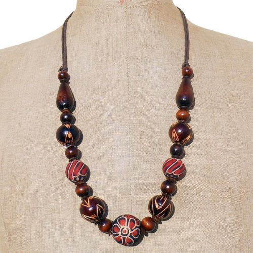 Collier Artisanal Perles en Bois Gravures et Batik sur bois