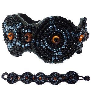 Bracelet noir et gris broderie de perles de rocaille et perles en coco