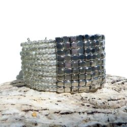 Bracelet manchette en perles de rocaille transparentes et perles métal