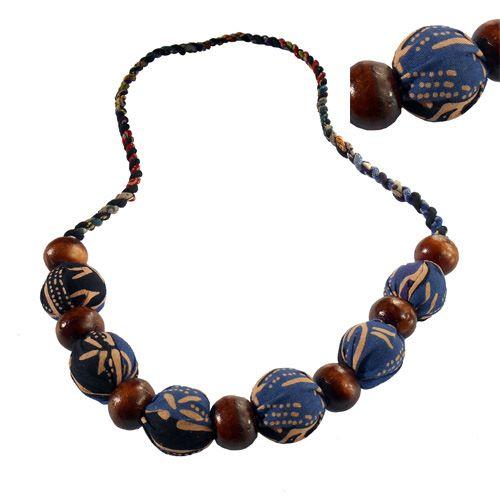 Collier Original Perles en Bois et Perles en Tissu Batik