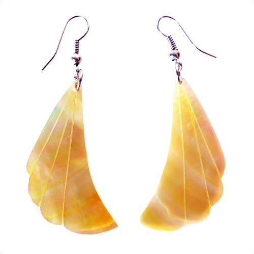 Boucles d'oreilles artisanales en nacre jaunes forme originale