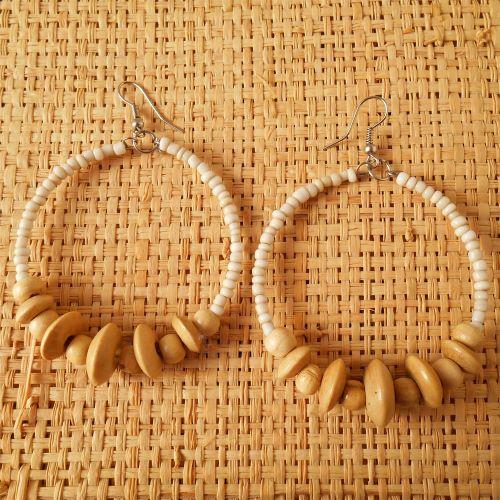 Boucles d'Oreilles Anneaux Style Créoles Perles Rocailles et Bois Couleurs naturelles