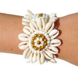 Bracelet Original en Coquillages Cauris forme Fleur avec perles dorées