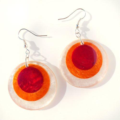 Boucles d'oreilles originales en nacre Cercles oranges et rouges