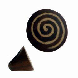 Bague en bois originale ronde avec inscrustation spirale Taille 60