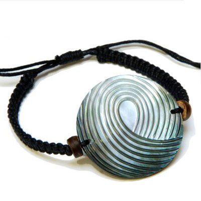 Bracelet cordon avec nacre ronde gravée