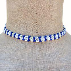 Collier fleurs en perles de rocaille Bleu et Blanc Artisanal