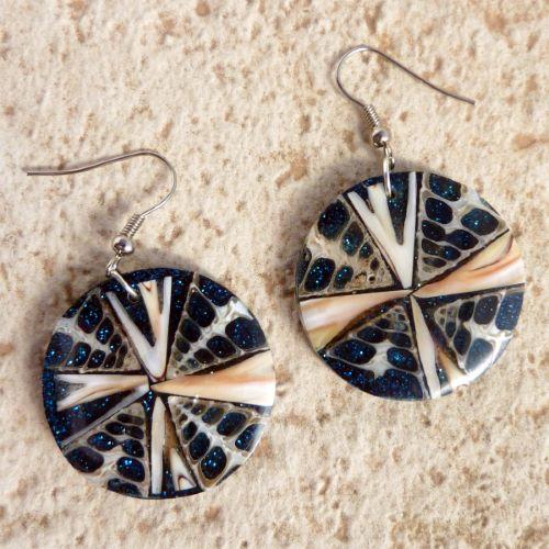 Boucles d'oreilles originales rondes en coquillages et paillettes bleus