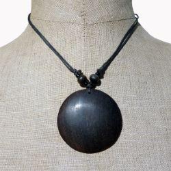Collier cordon pendentif rond en bois foncé naturel