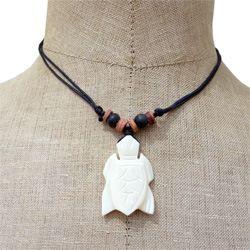 Collier pendentif Tortue en os sculpté sur cordon ajustable