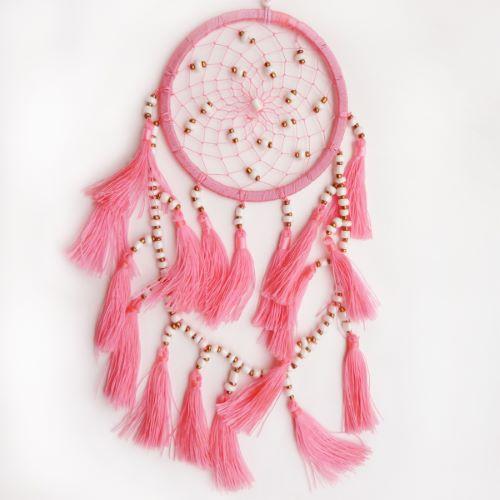 Petit dreamcatcher en perles et pompons couleur rose saumon