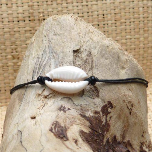 Bracelet coquillage cauri simple sur fil noir