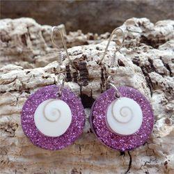 Boucles d'oreilles originales Oeil de Sainte Lucie et paillettes roses