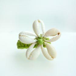 Bague en macramé et en coquillages Cauris Fleur taille 53