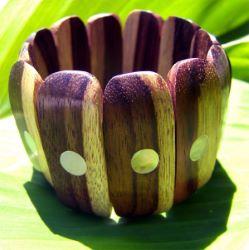 Bracelet en bois naturel bicolore avec incrustation de nacres - Artisanat de Bali