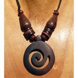Collier pendentif Spirale en bois exotique et perles en cocotier