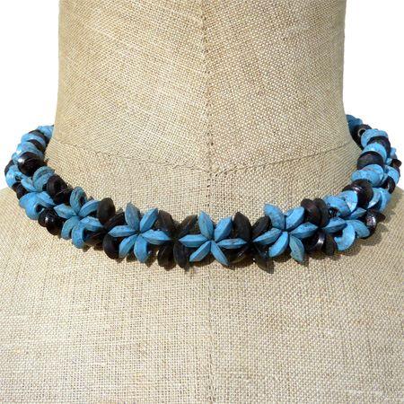 collier noix de coco perles motif fleurs Blau et noir artisanat balinais