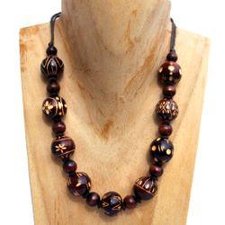 Collier Artisanal Perles en Bois avec motifs en gravure