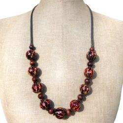 Collier Artisanal en bois mi-long Perles décor peint