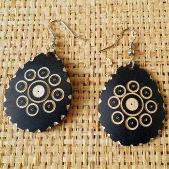 Boucles d'oreilles originales gouttes avec gravure en noix de coco