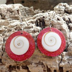 Boucles d'oreilles originales Oeil de Sainte Lucie et paillettes rouges et roses