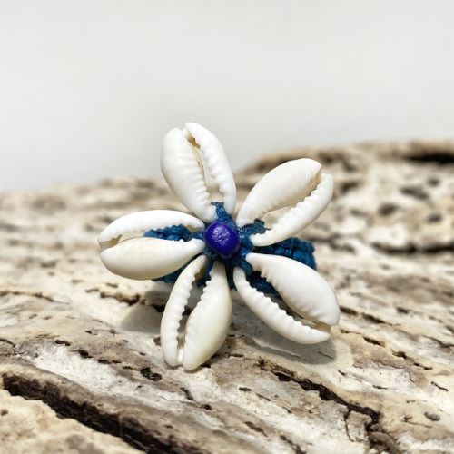 Bague en macramé et en coquillages Cauris Fleur taille 50
