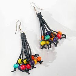 Boucles d'Oreilles Originales Fils et Perles en Bois Multicolores