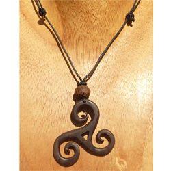 Collier cordon pendentif Triskel en bois