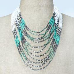 Collier rangs de perles de rocaille couleur blanc vert gris métal