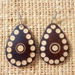Boucles d'Oreilles Originales Gouttes en Noix de Coco gravée