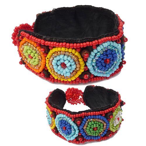 Bracelet artisanal rouge et multicolore en perles de rocaille et perles en coco