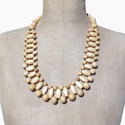 Collier en bois clair original en perles de bois de couleur naturelle