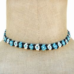 Collier fleurs en perles de rocaille Bleu Blanc Noir Artisanat