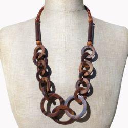Collier en Bois original grands anneaux couleur bois naturel