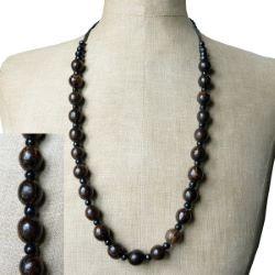 Collier en graines de palmier et perles en bois