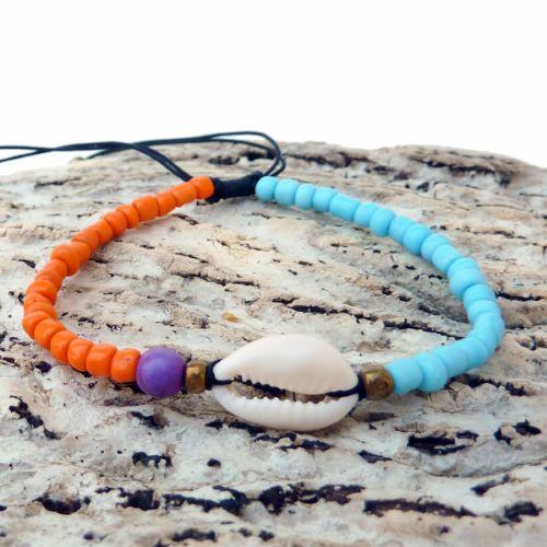 Bracelet cauri sur cordon perles oranges et bleues